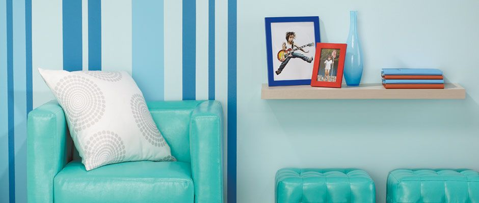 Papier peint et peinture de couleur vive pour dynamiser une pièce