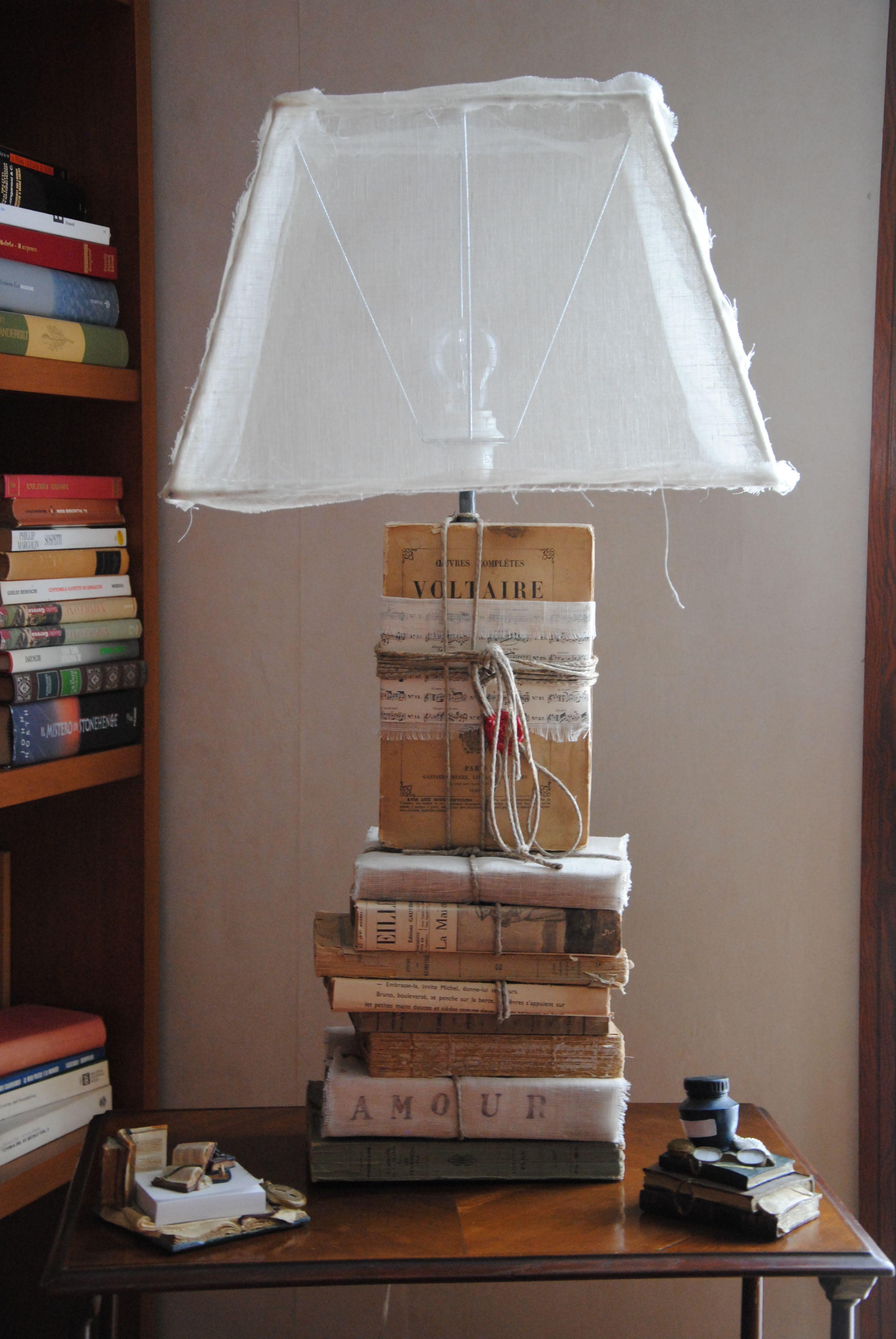 Lampada Fatta Con Libri Veri Design Scaffali Lampada Fai Da Te Lampade Da Tavolo