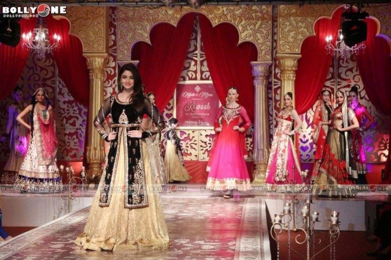Alia Bhatt Walks the Ramp on the Christmas Night | Dresses ...