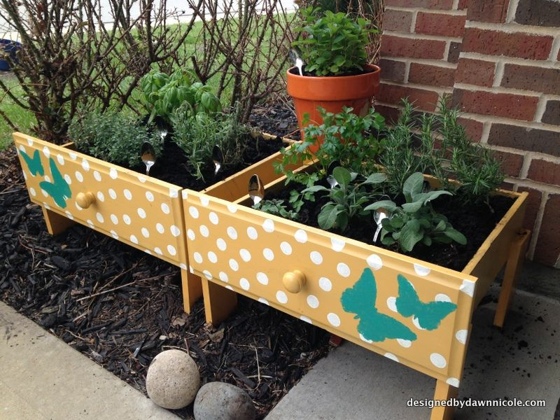 DIY SuperEasy Raised Herb Beds {from old drawers