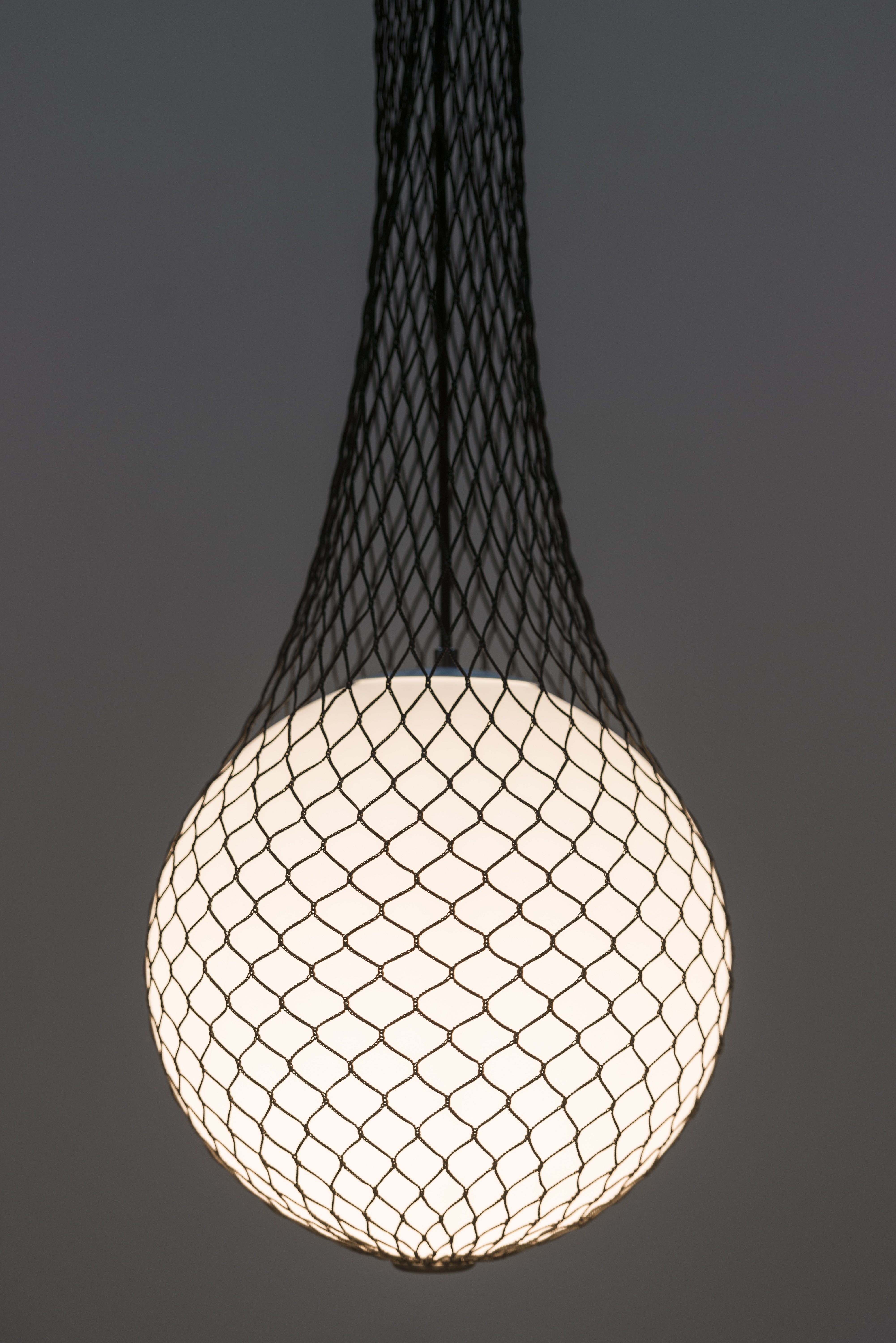 Network Suspension Lamp Design By Benjamin Hopf For Formagenda Available At In Different Lenghts And Colours Mit Bildern Lampen Und Leuchten Anhanger Lampen Lampendesign