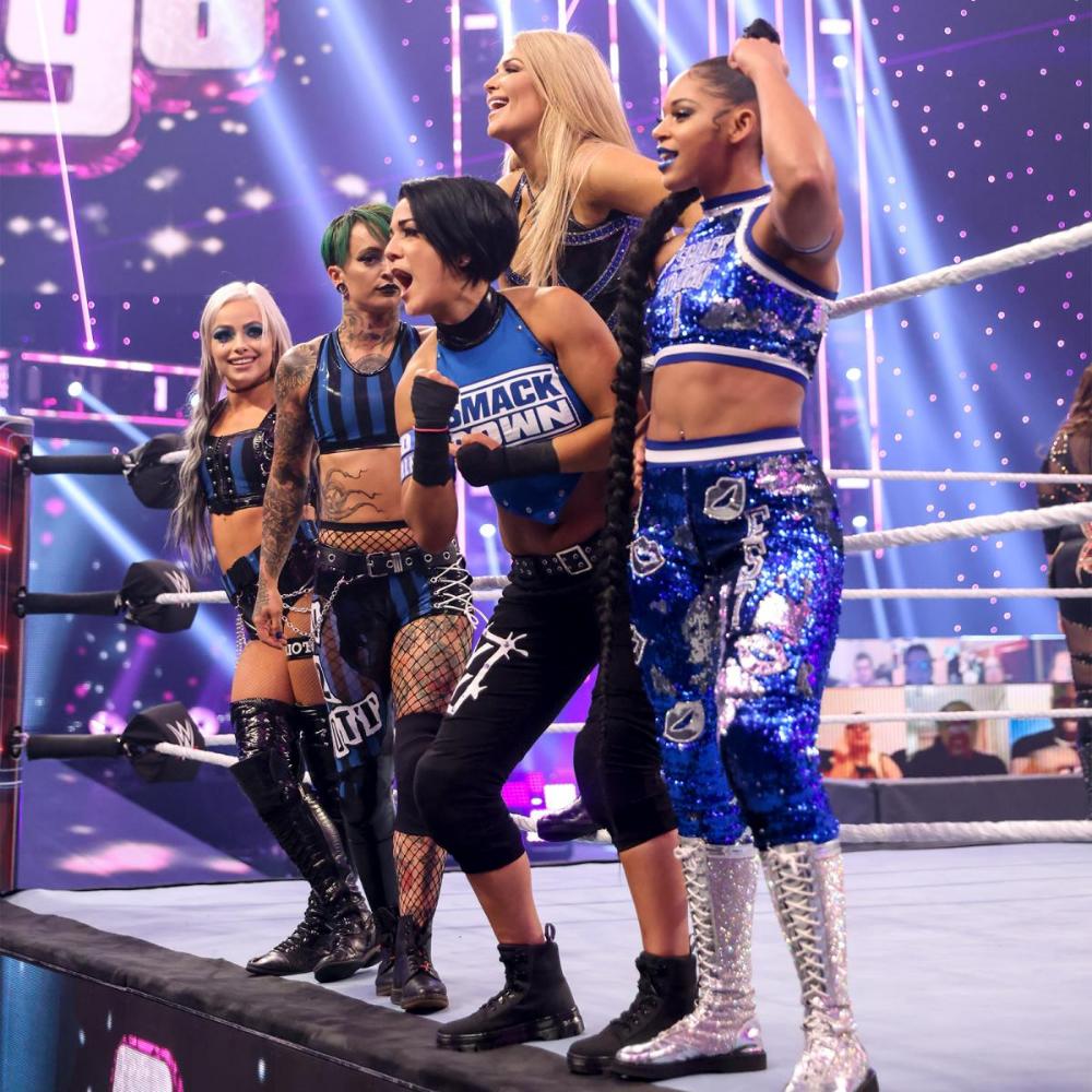 Photos Lana Stuns The Wwe Universe As The Sole Survivor In The Women S Survivor Series Match Wwe Girls Wwe Female Wrestlers Women Survivor