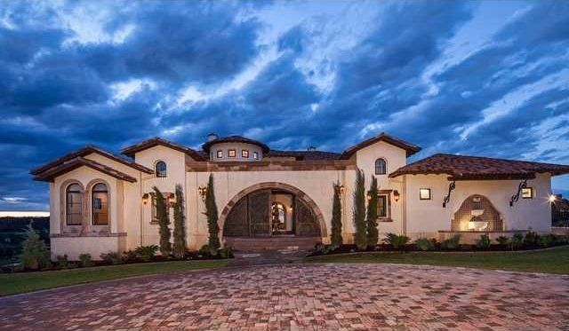 The most iconic american houses on the market hacienda for Hacienda ranch style homes