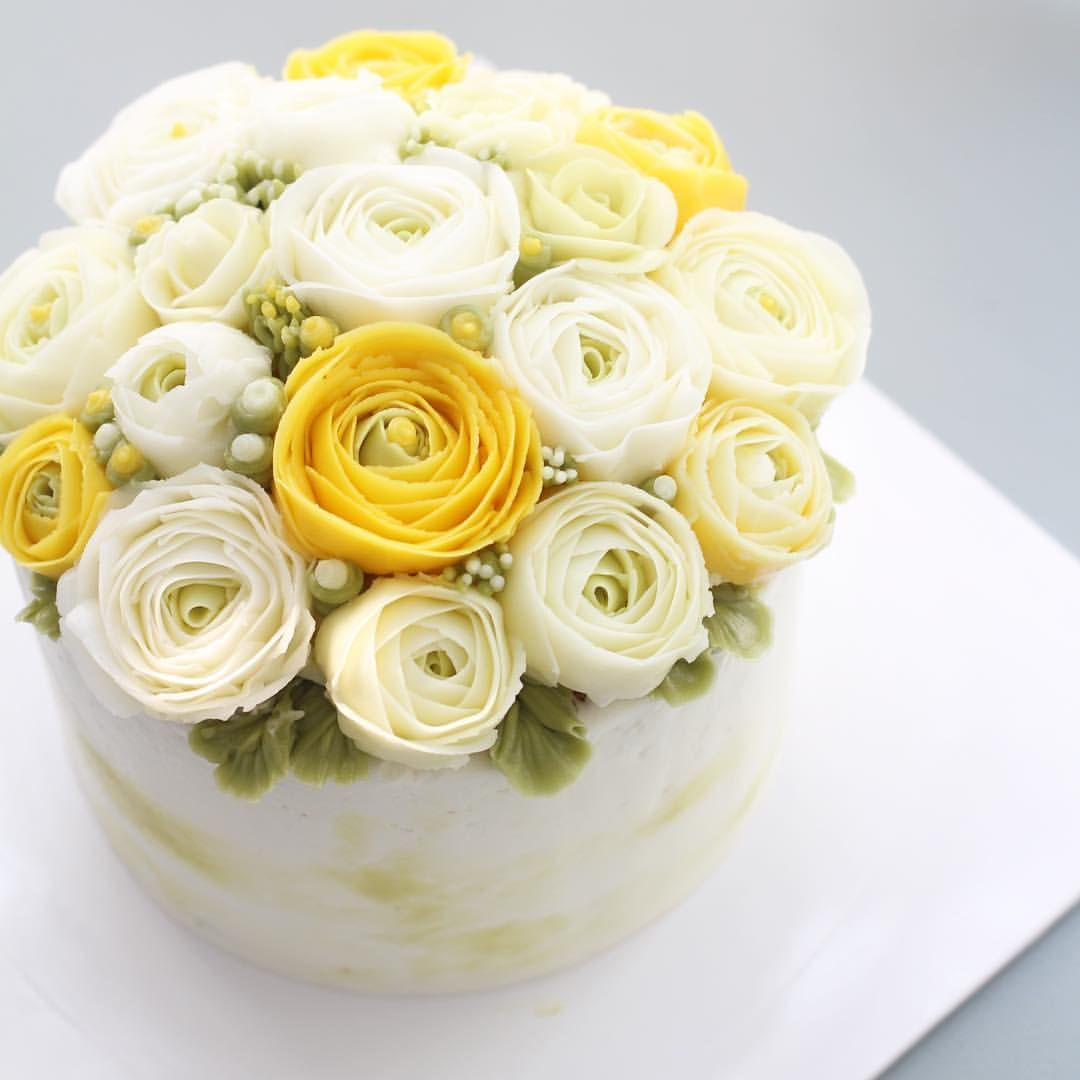 - Advanced class day 2✨ Ranunculus   - #flowercake #flowercakeclass #mydearcake #mydear #korea #wilton #cakeclass #bakingclass #buttercream #baking #cake #flower #플라워케이크 #마이디어 #마이디어케이크  #플라워케이크클래스 #koreacake #florist #flowerdecoration #fondant #fondantcake #peony #wreath #hydrangea #roses #peach
