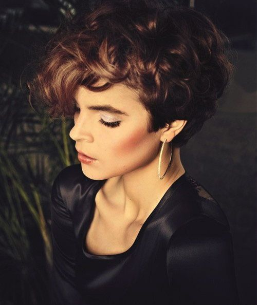 Short Curly Hair That Looks Great With A Round Face Wow Loving It Short Curly Hairstyles For Women Short Curly Haircuts Short Curly Hair