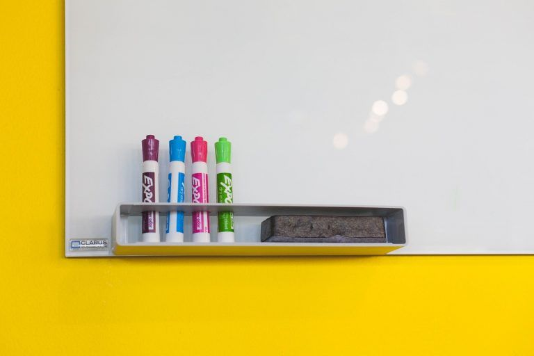 This Teacher S Viral Hack To Revive Dead Dry Erase Markers Is Brilliant Classroom Essential White Board Dry Erase Markers