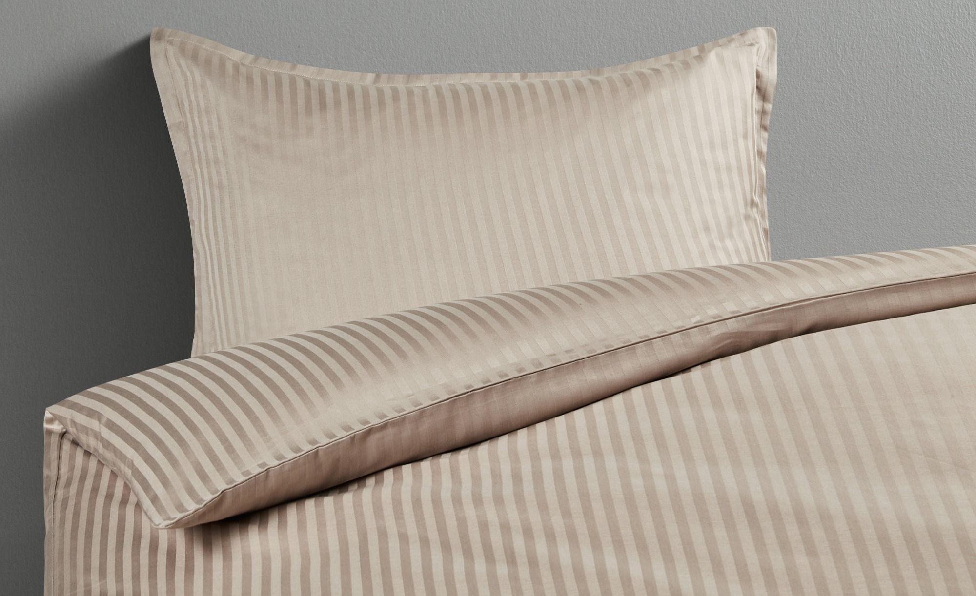 Damast Bettwasche Gefunden Bei Mobel Hoffner Damast Bettwasche Gelbes Schlafzimmer Und Bett Ideen