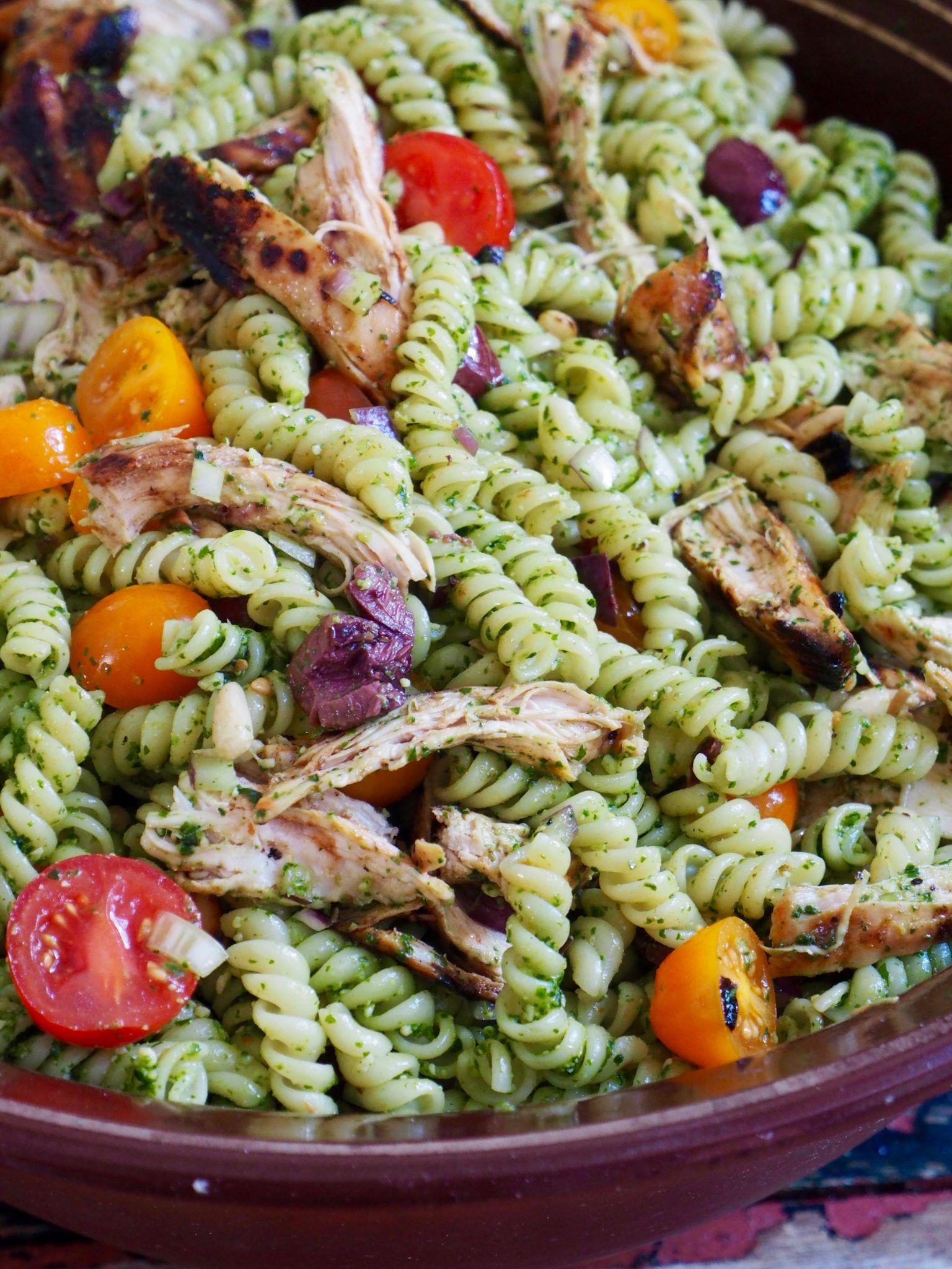 pastasalat med pesto og kylling