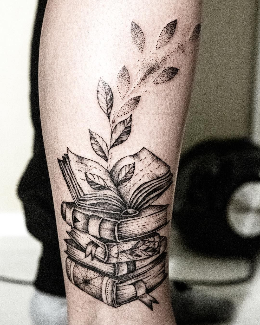 Cool Black Gray Book Tattoo C Tattoo Artist Oliv Redhead Tattoo Book Tattoo Tattoos Geometric Tattoo