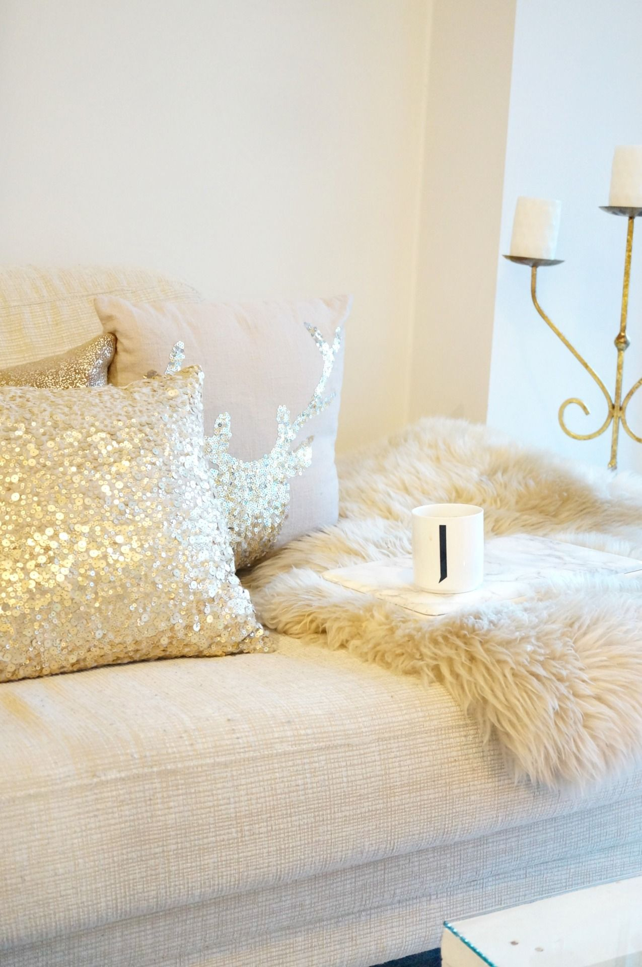 Love This Gold And Cream White Combo So Plush And Elegant Looking Gold Living Room Home Decor Inspiration