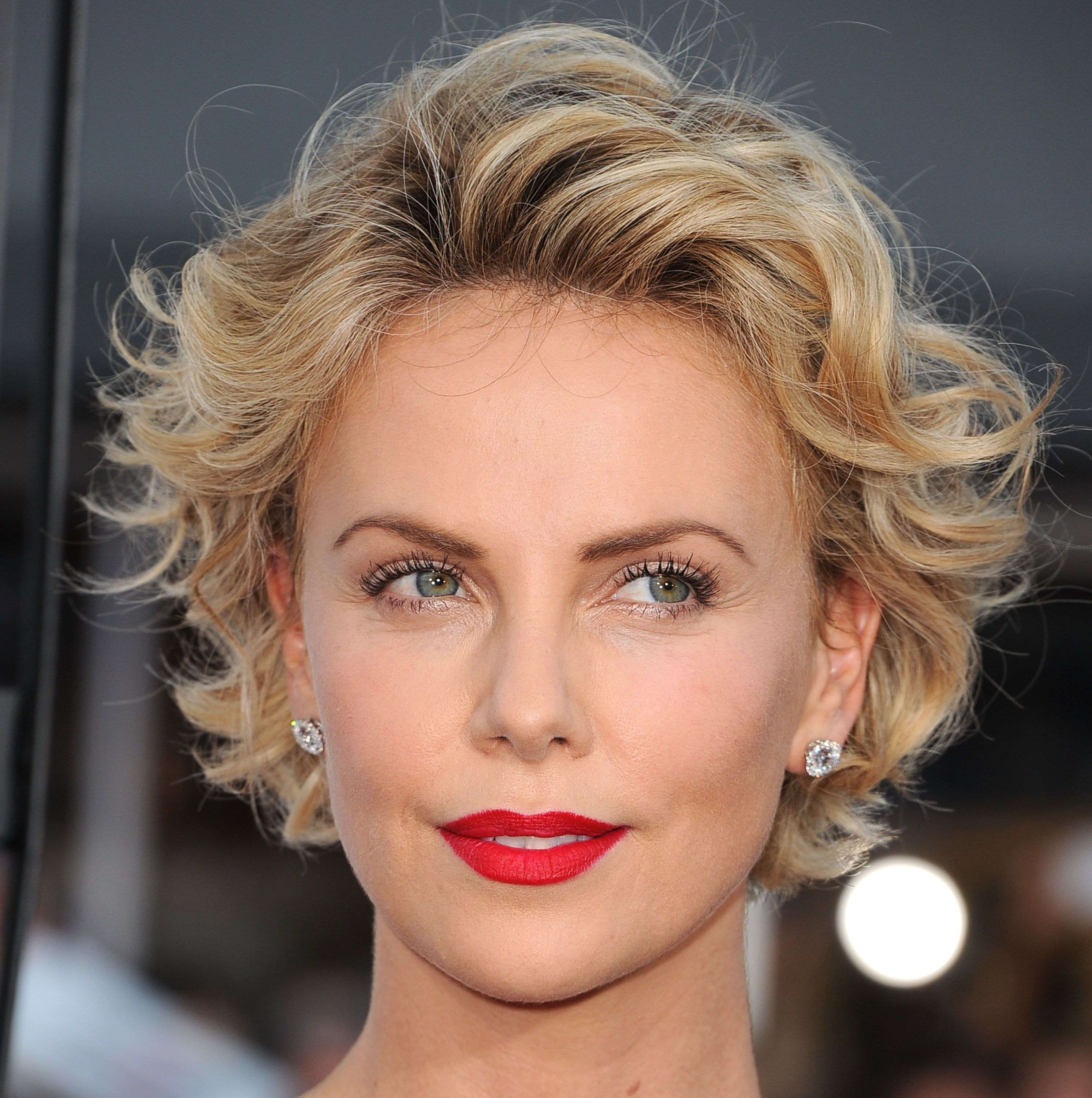 Le Acconciature Per I Capelli Fini Loose Curls Hairstyles Short Curly Haircuts Short Hair Styles