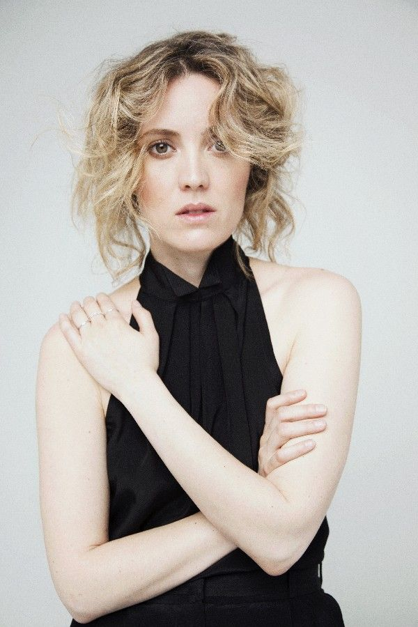 Evelyne Brochu 2018: Hair, Eyes, Feet, Legs, Style, Weight ...