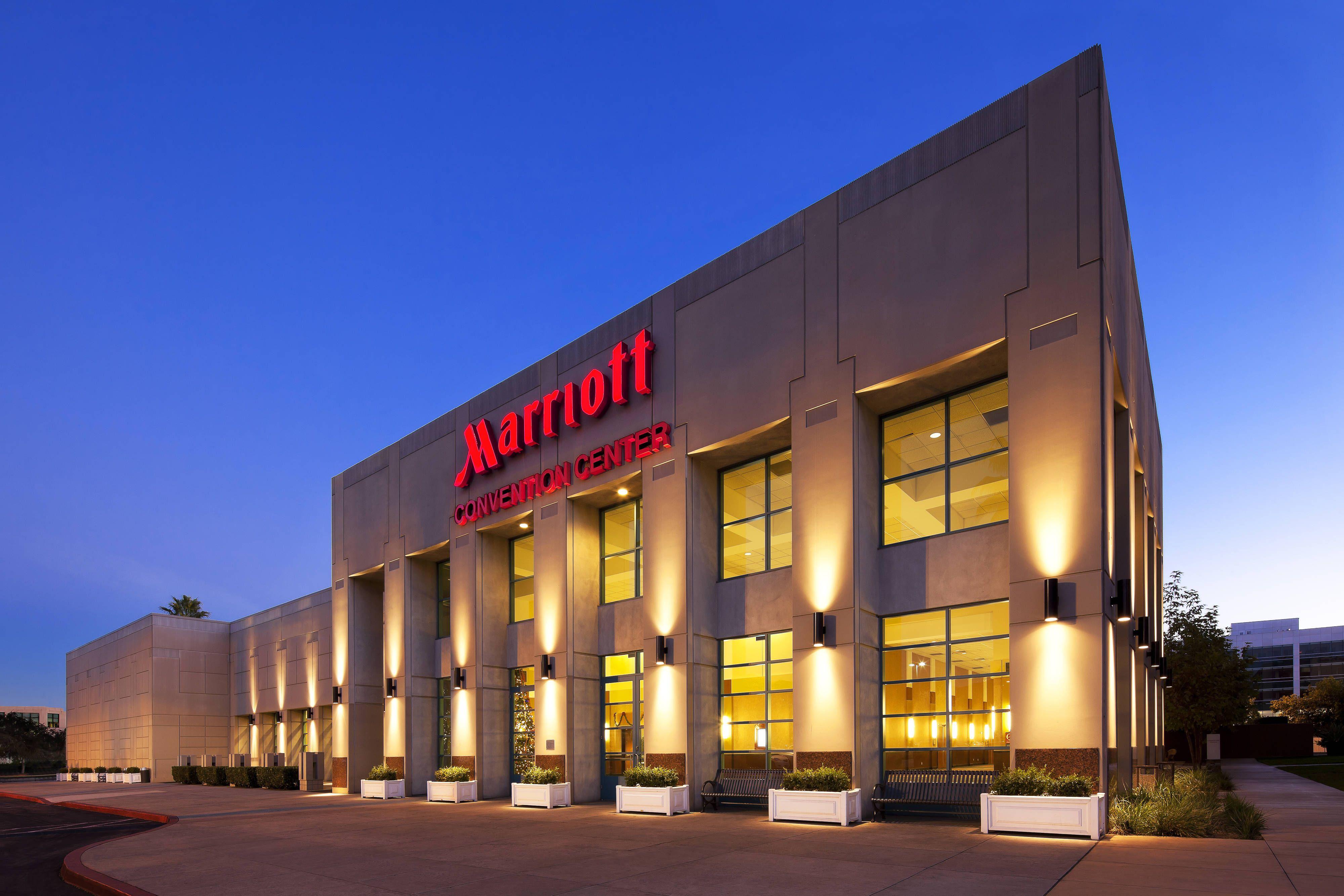 Los Angeles Marriott Burbank Airport Convention Center Enjoying Hotels Rooms Burbank Hotels California Hotel Burbank