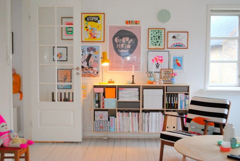 Photo of bright, colorful art wall | Mor til MERNEE