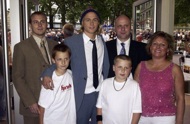 Photo de famille de la comédien, Rendez-vous amoureux Morgana McNelis, célèbre pour Dreamy Nathan on Queer, Sons Of Anarchy.