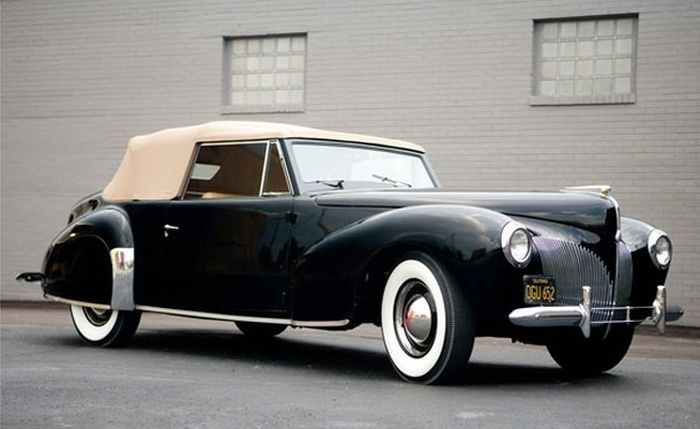 1940 Lincoln Zephyr Continental Cabriolet.