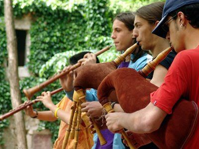 Sac de gemecs is a traditional Catalan bagpipe very commonly used in traditional festive music Its