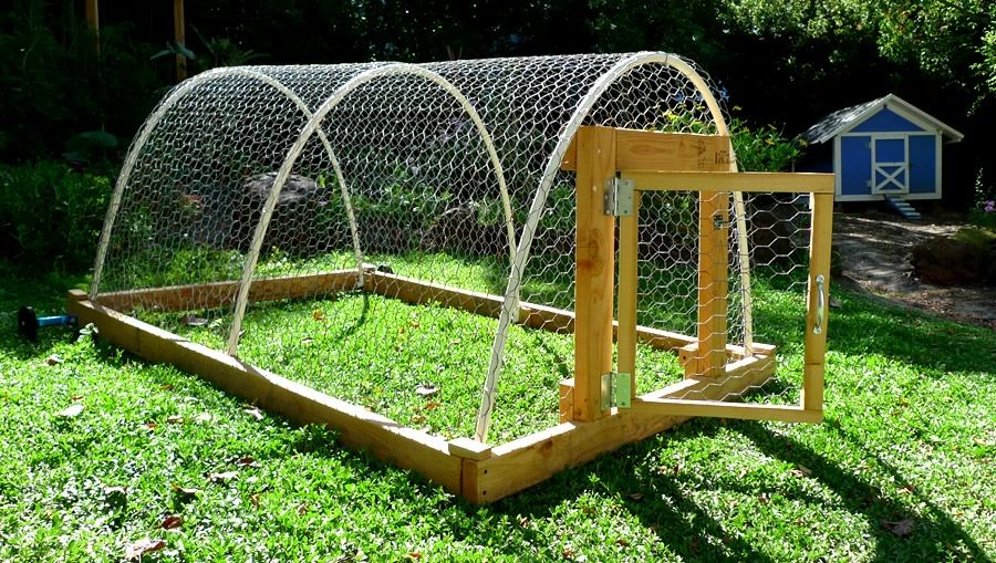 Chicken house plans with wheels home built diy small for Pvc chicken house