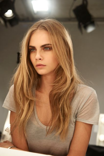 Love The Slightly Grungy Look Of Makeup And Her Hair Is Beautiful Burberry Gets It Right Everytime