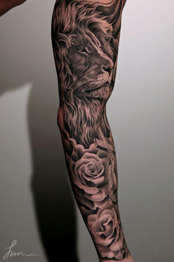 Arm sleve Tatuaggio Maschile Sulla Manica, Braccio Pieno Di Tatuaggi,  Tatuaggi Di Leone,