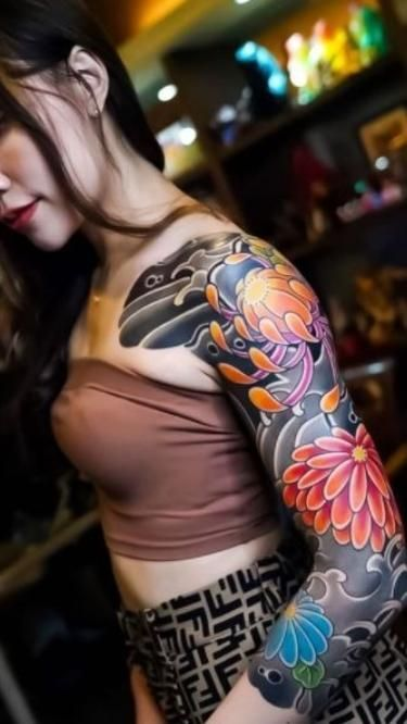 Styles of tattoos with Japanese motifs on the arm, back and chest for men and women