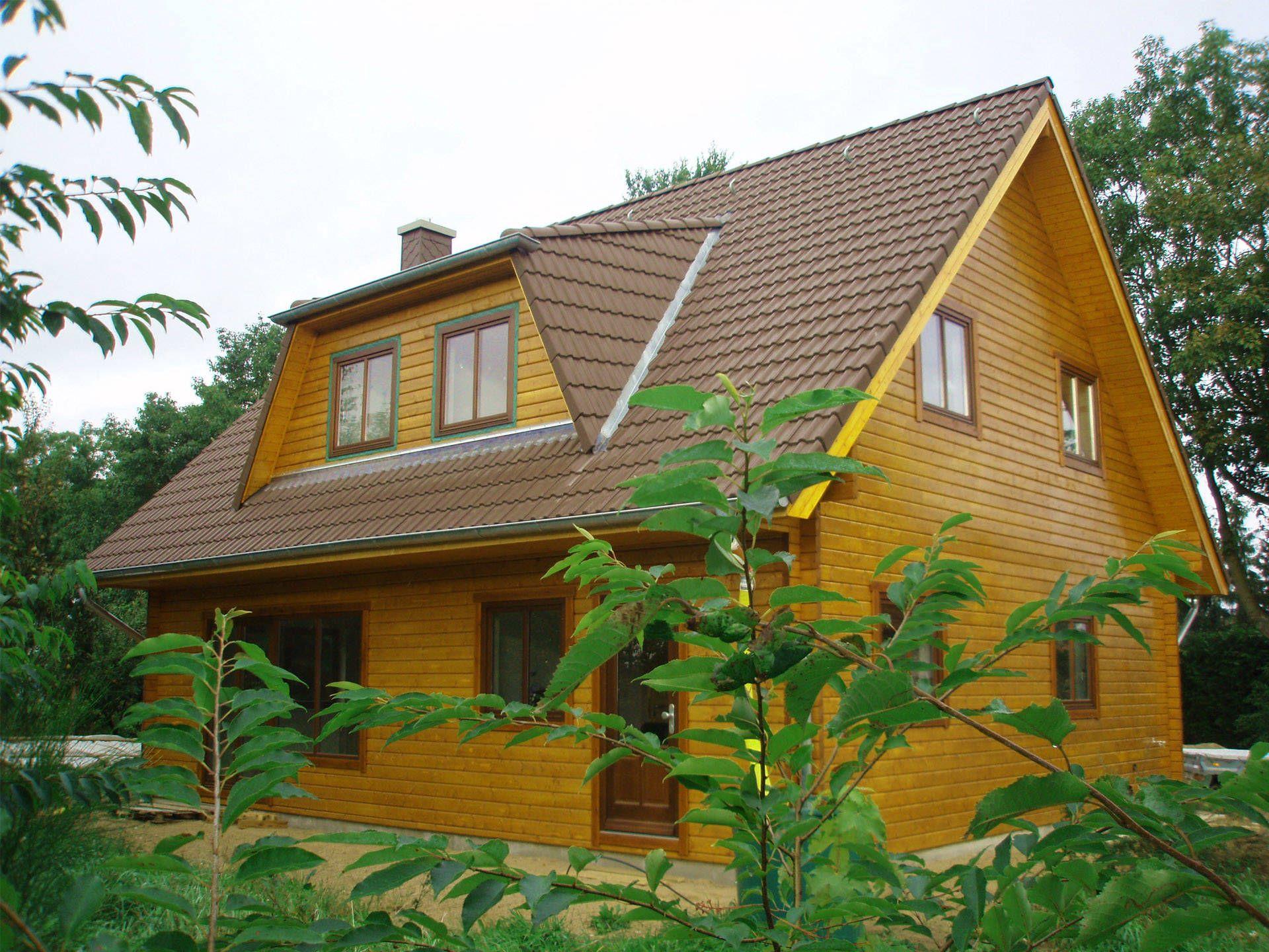 Blockhaus sb70 94 • blockhaus von schwesig söhne • klassisches holzhaus mit satteldach und