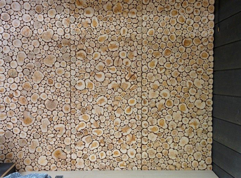 Katajalaatta saunavaneri on kosteudenkestävälle vanerille käsinliimatuista pyöreistä katajapuun paloista valmistettu saunapaneeli.Katajan puuaines on keskiraskasta ja miellyttävän tuoksuista ja pintapuu on kirkkaan keltaista.Koska sydänpuu on vaaleanruskeaa ja juovaista, syntyy katajalaatassa upeaa kontrastia eri värien välille.Sitkeytensä ansiosta puuaineista on käytetty monien tarve-esineiden valmistamiseen -puu taipuu, mutta ei katkea.