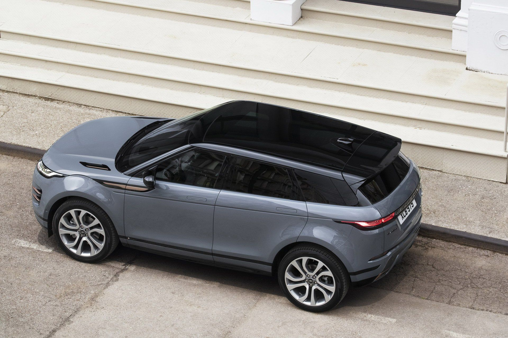Photo of 2020 Range Rover Evoque Is A Baby Velar In A Short Skirt (Live Gallery)   Carscoops