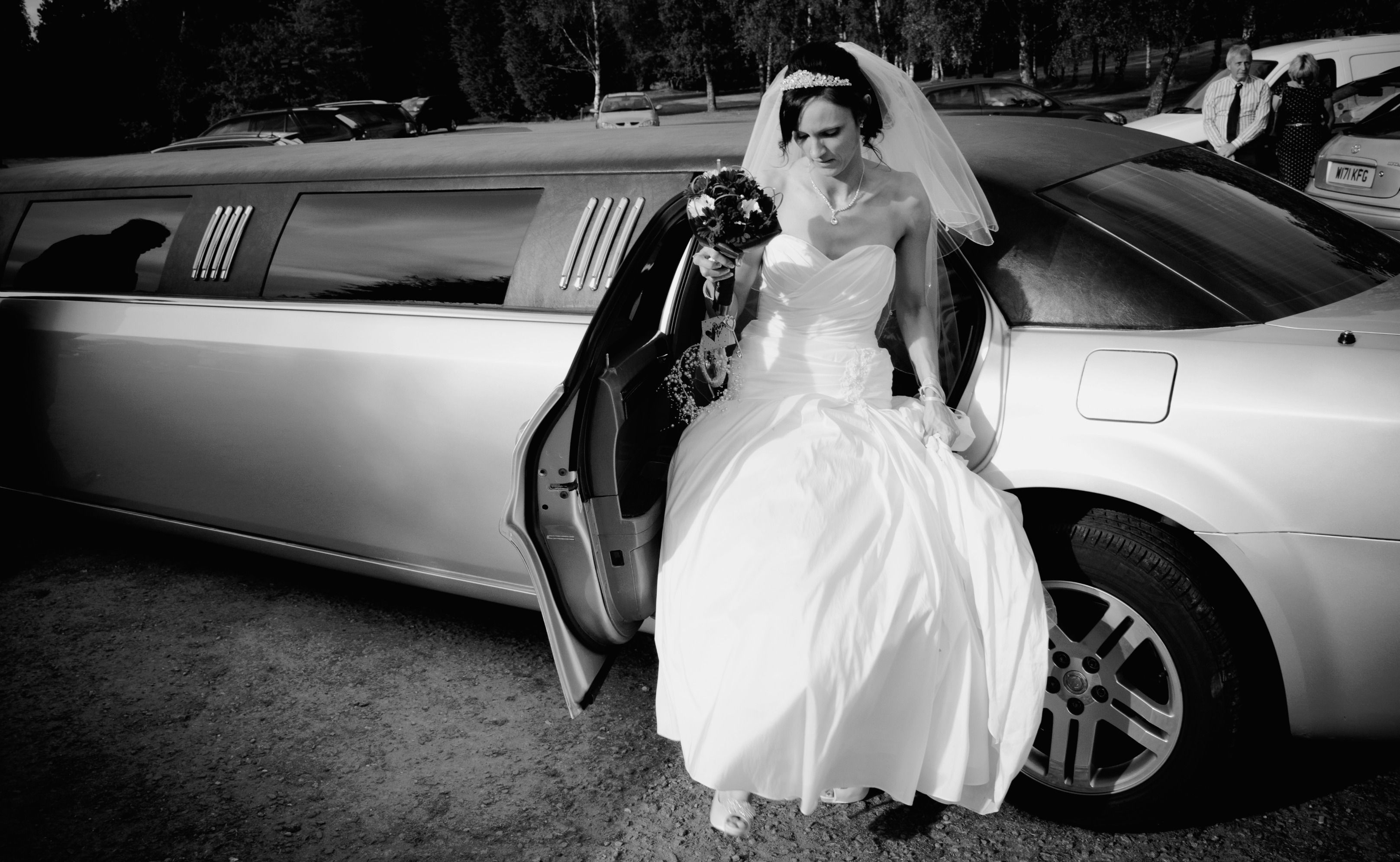 Wedding Toronto Limousine Assure You That Your Guests Will Be Dazzled With Our Well Maintained Spotless And Luxuri Wedding Limo Service Wedding Limo Limousine