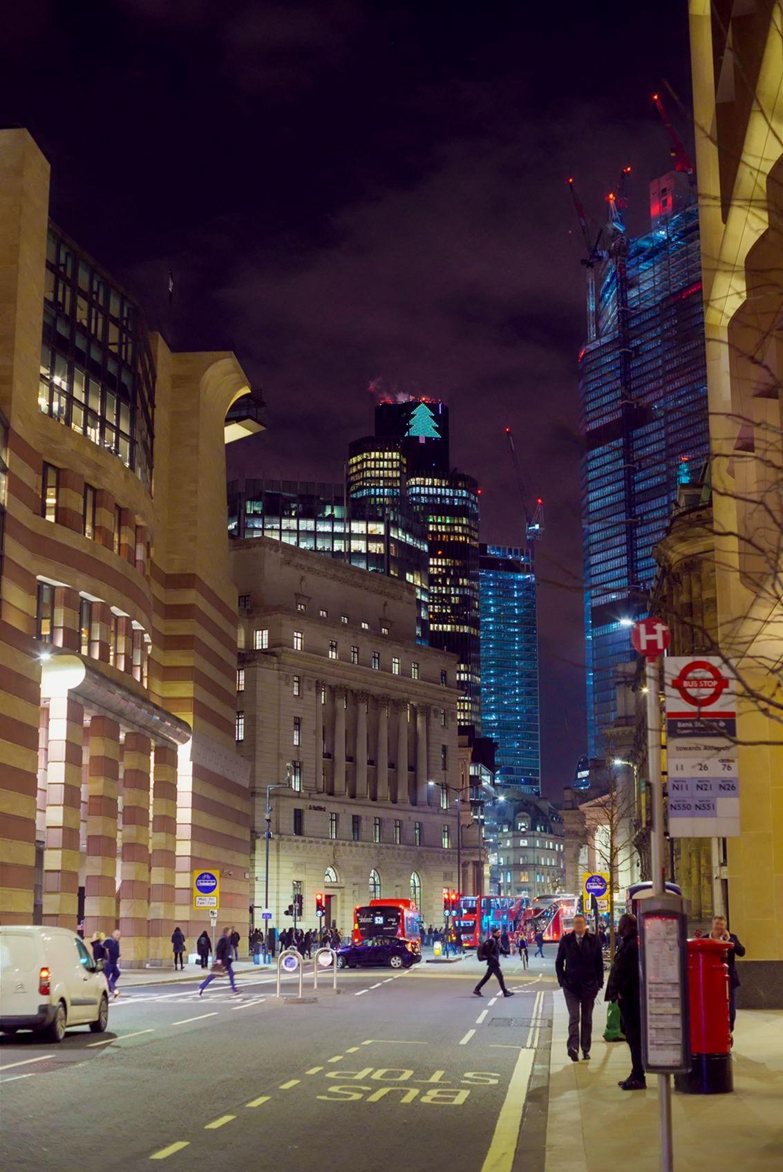 Queen Victoria Street At Night London Uk Oc 1113 X 1696 London England Photography London City Night London Skyline