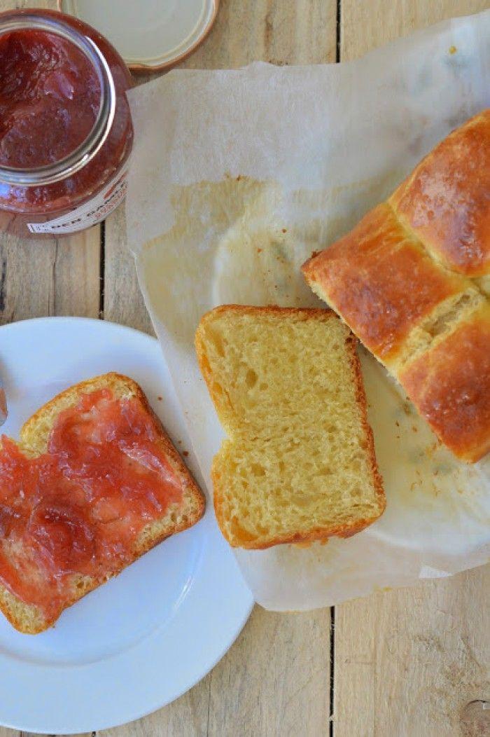 Kun jij 2 keer 30 seconden met een garde roeren? Dan kun jij ook dit brioche bakken.  Een recept zonder kneden (no knead)  Voortaan bak je jouw eigen brioche zelf!