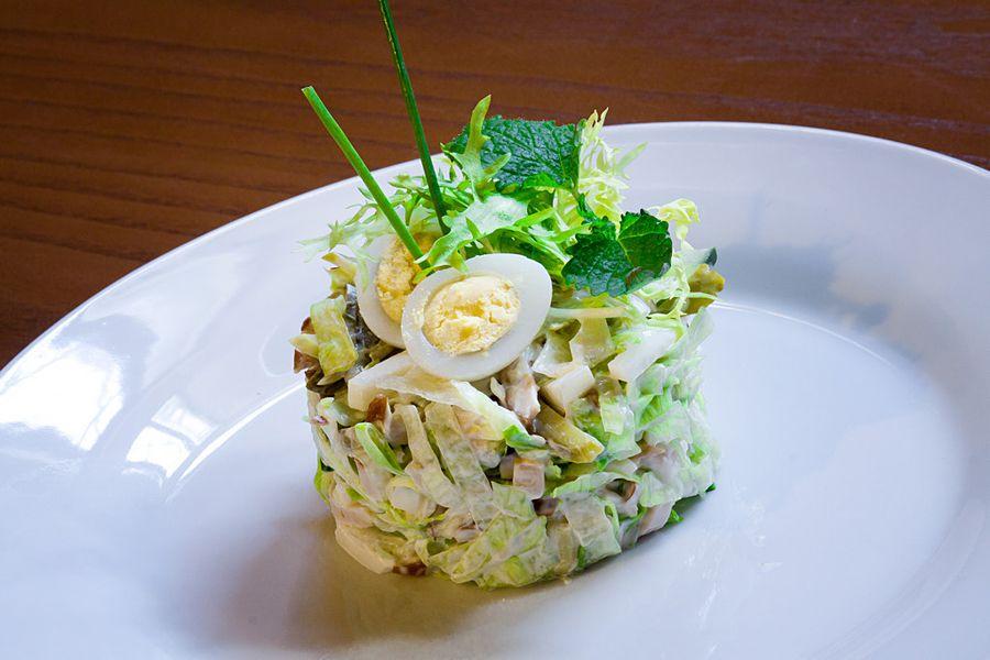 красивая подача салатов фото трех