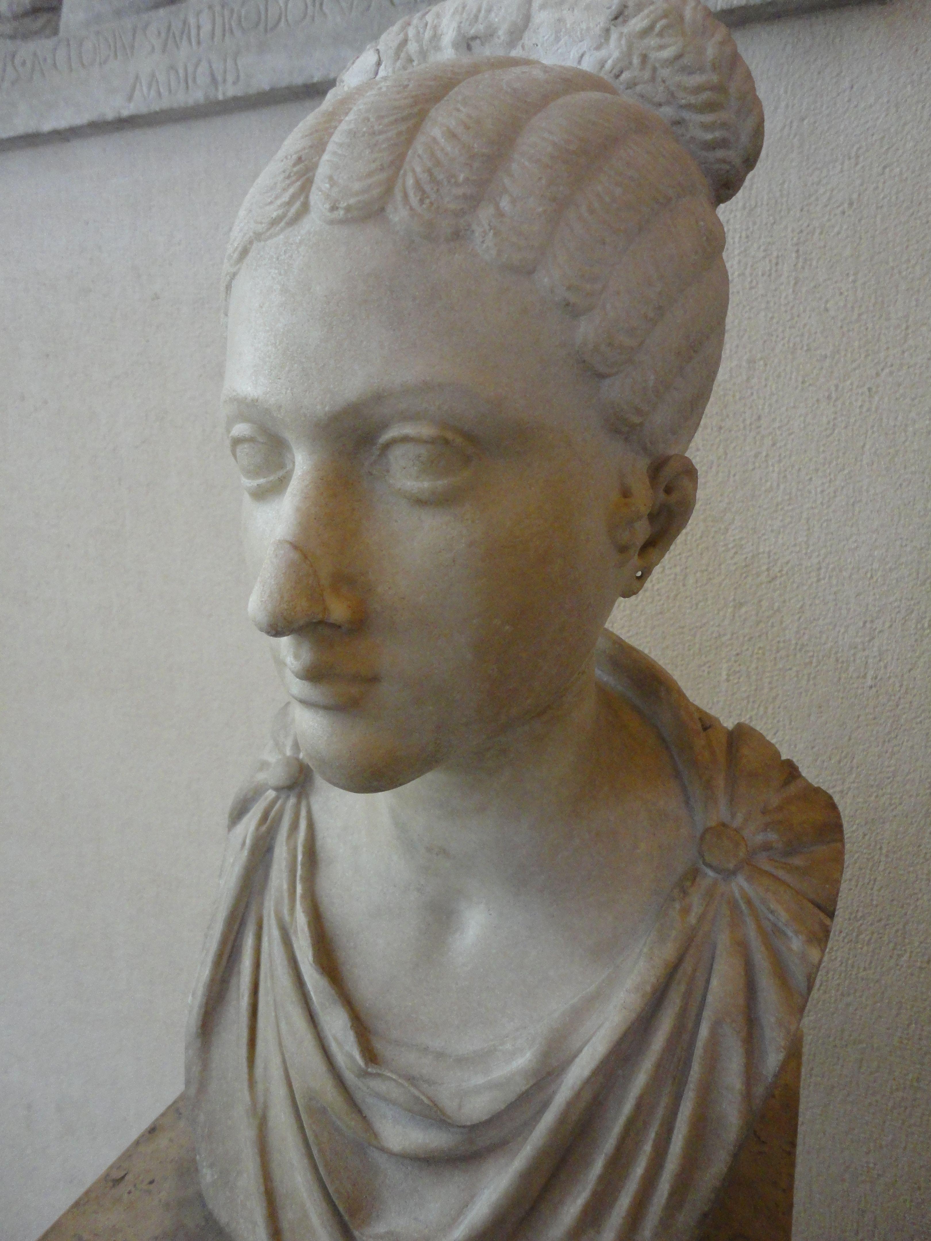 Coiffure à la mode sous l'empire romain - http://www ...