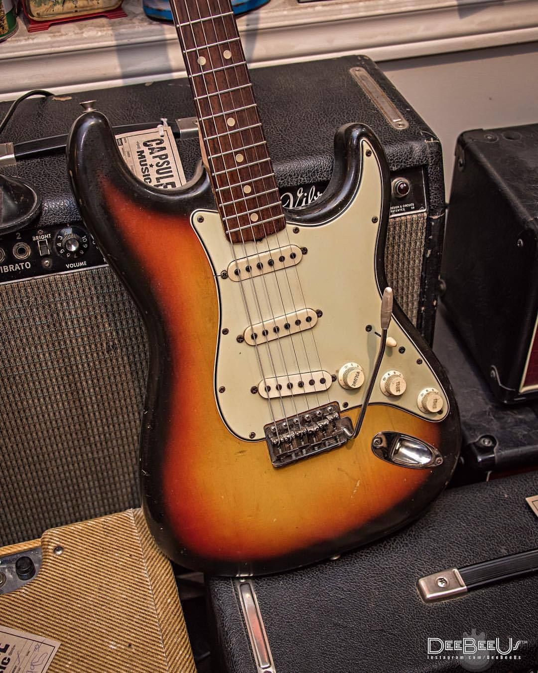 No Biggie Just A 1965 Stratocaster In Front Of A 1964 Vibroverb Spotted At Capsulemusic Toronto Sure The Grill In 2020 Vintage Guitars Guitar Fender Guitar Amps