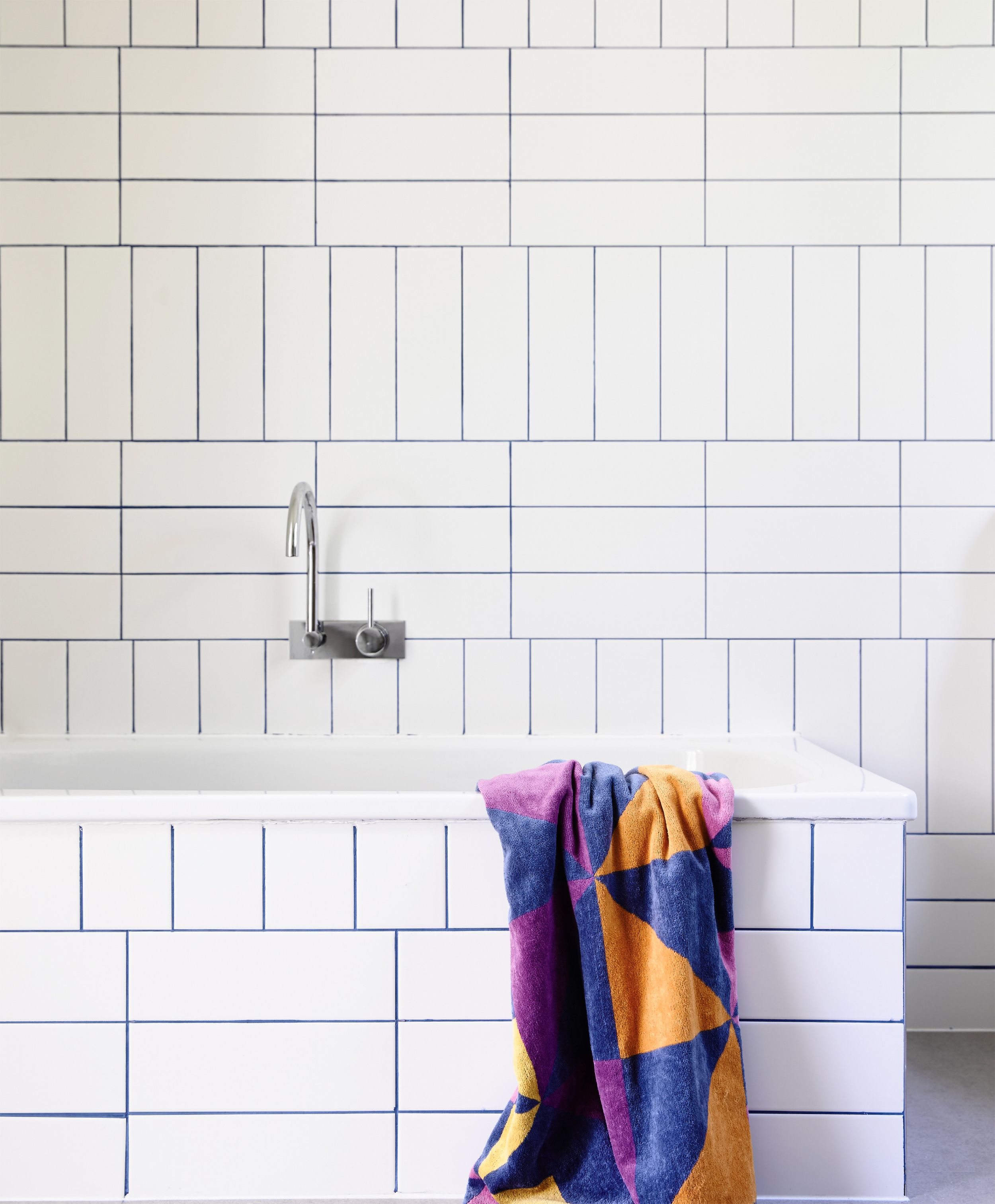 Think Outside The Subway 17 Bathroom Tile Ideas Trends Subway