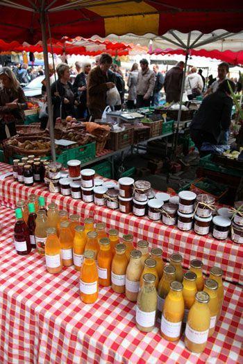 Deze elegante markt in het hartje van Lille staat bekend om zijn kwaliteitsproducten. Ook producenten uit de streek.  Woensdag, vrijdag en zondag van 7 tot 14u.  Place du Concert Buslijn 10 - 50 - 56, halte Palais de Justice.