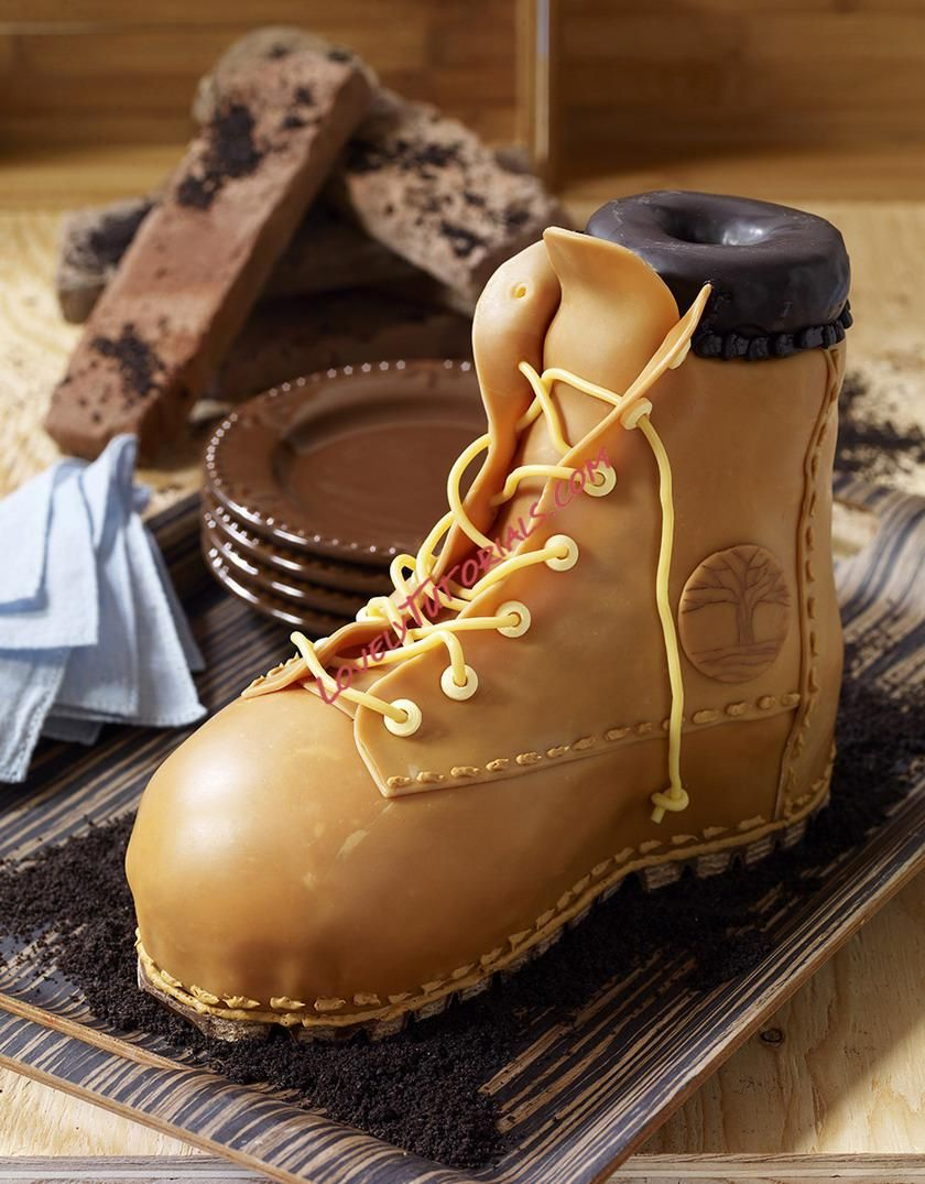How to make a work boot cake