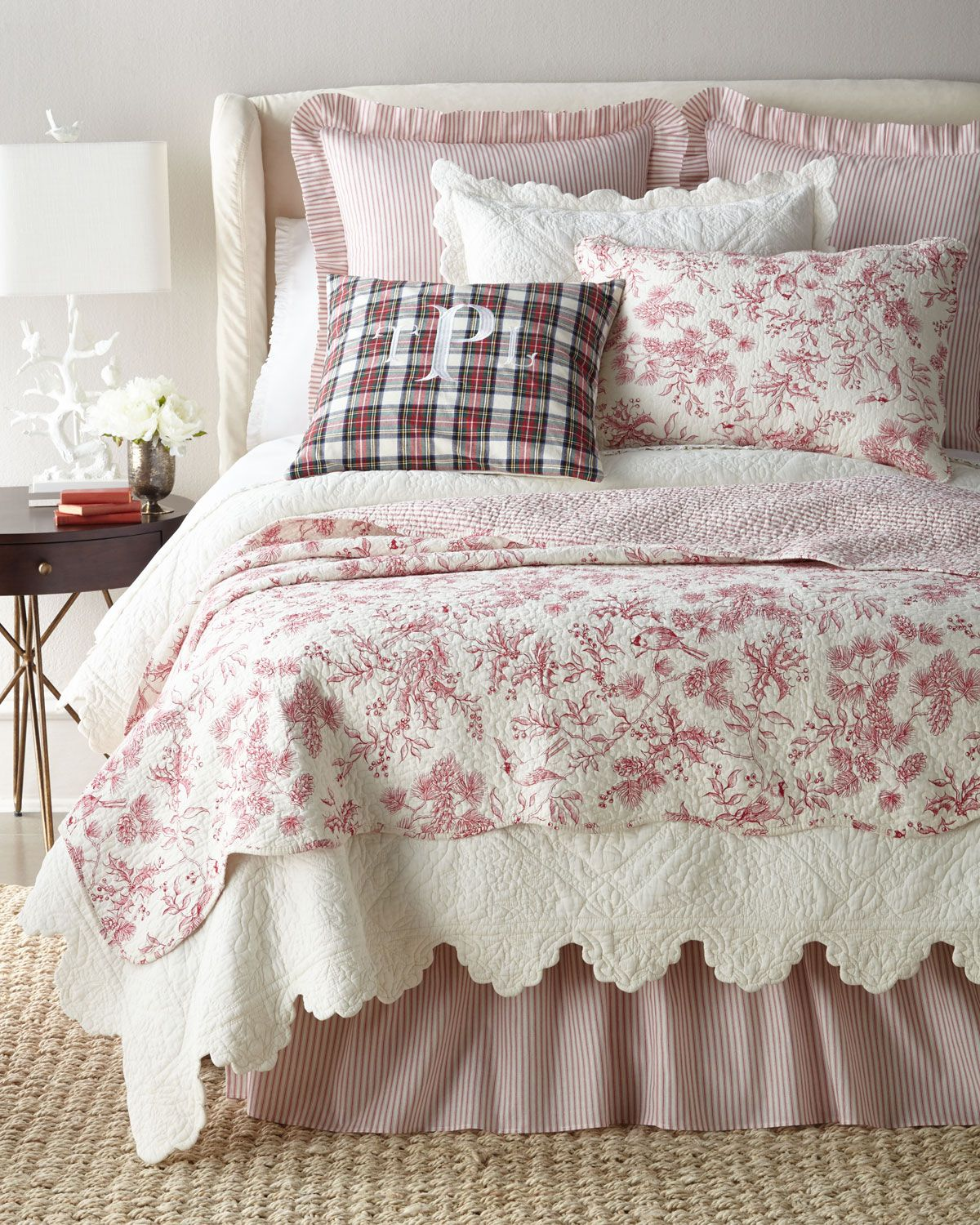 Elegant Pottery Barn toile Bedding