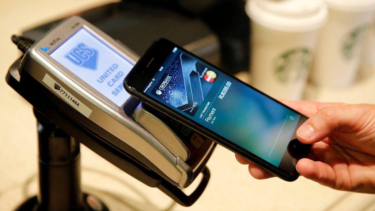 Digital Statt Bar Kunden Zahlen Mit Smartphone Verschlusselt Geldinstitut Smartphone Und Sim Karte