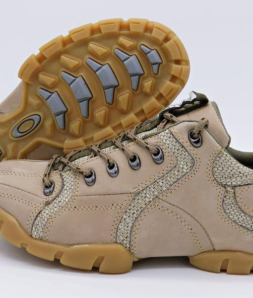 778fbc73dd41d Bota Oakley Tactical Field Gear Bege Masculina é um calçado arrojado e  confortável produzido com solado