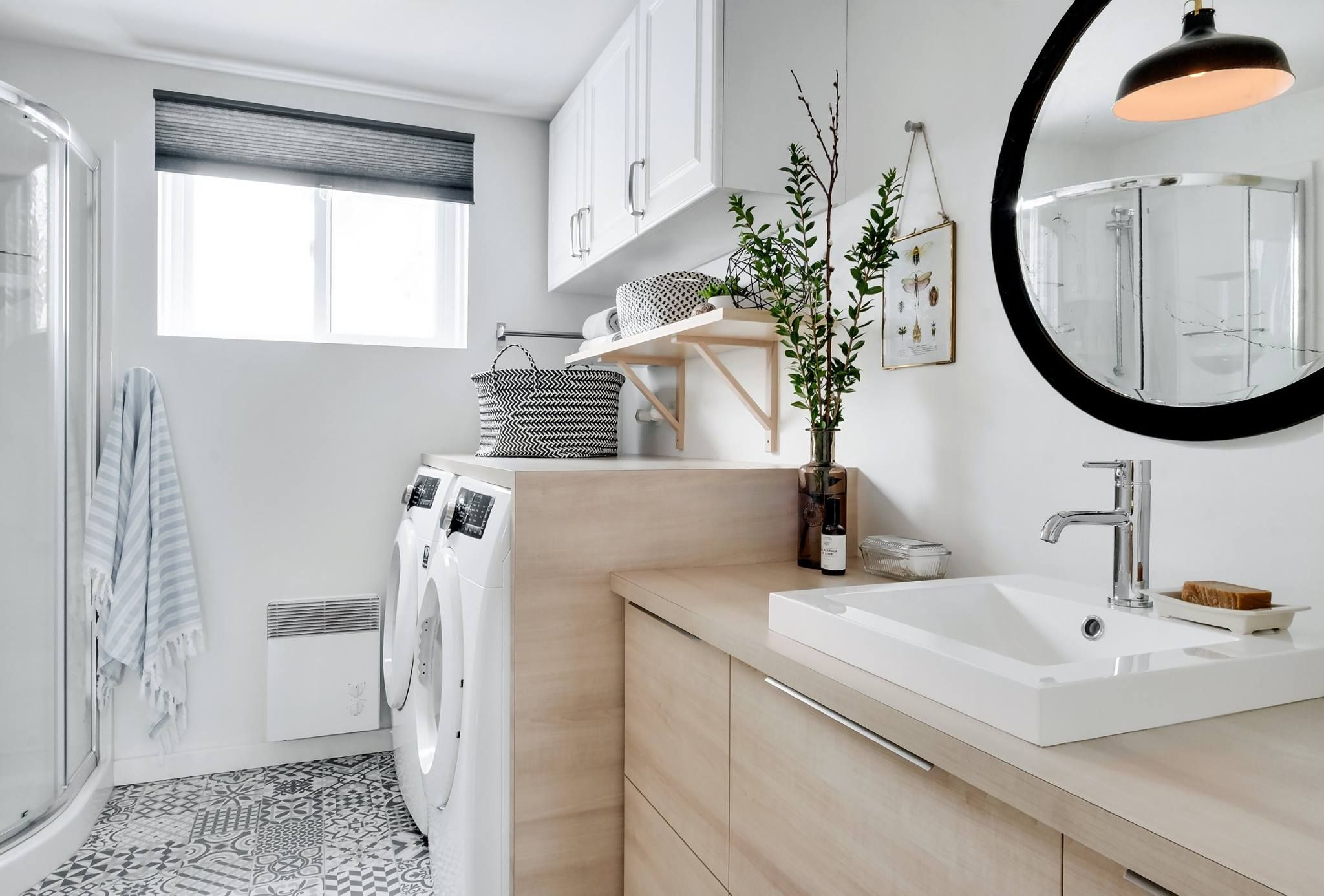 Consultez Notre Top 5 Salles De Lavage Ici Une Realisation De Andreanne Allard Designer Large Bathrooms Very Small Bathroom Bathroom Styling