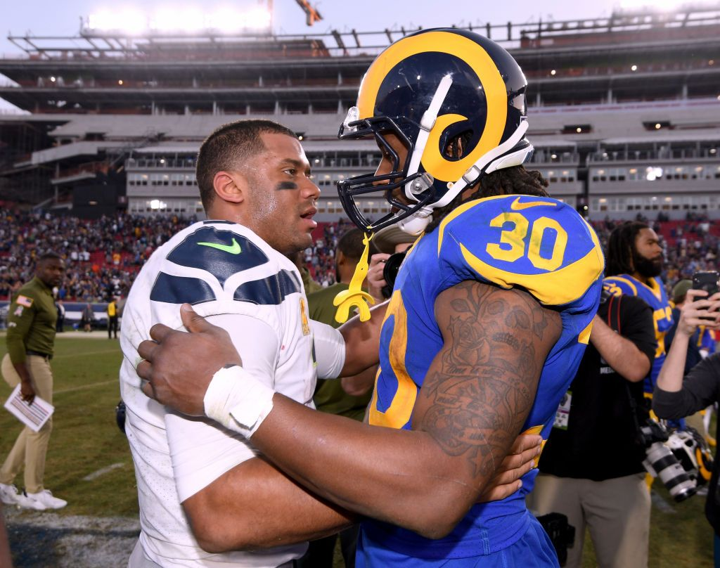 Todd Gurley Of The Los Angeles Rams Shakes Hands With Russell Wilson Los Angeles Rams Todd Gurley Los Angeles