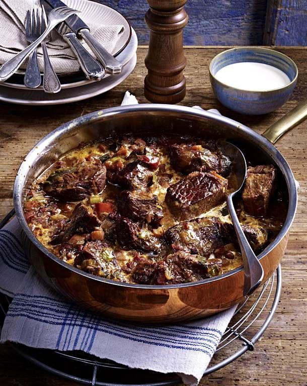 Rindergulasch in Tomaten-Sahnesoße Rezept | Kochrezepte ...