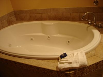 What Are the Benefits of Sitting in a Jacuzzi? | Stains, Hardware ...