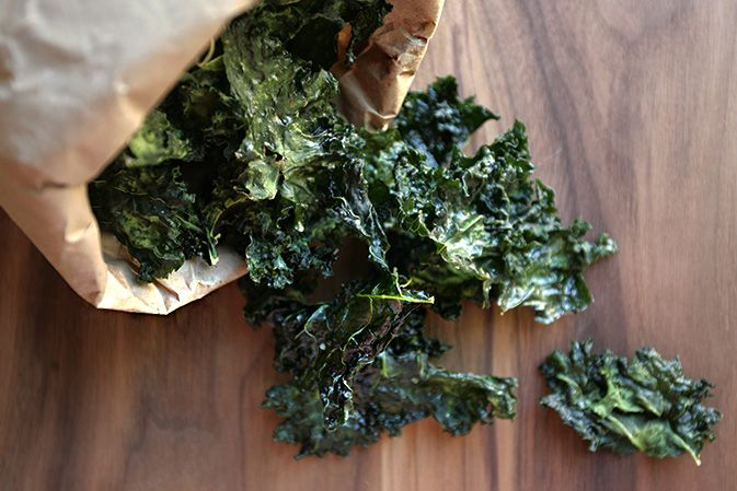 Sea Salted Coconut Kale Chips. Secret ingredient? Fresh lemon juice!  Clean eating meal plans and recipes available at http://thatcleanlife.com