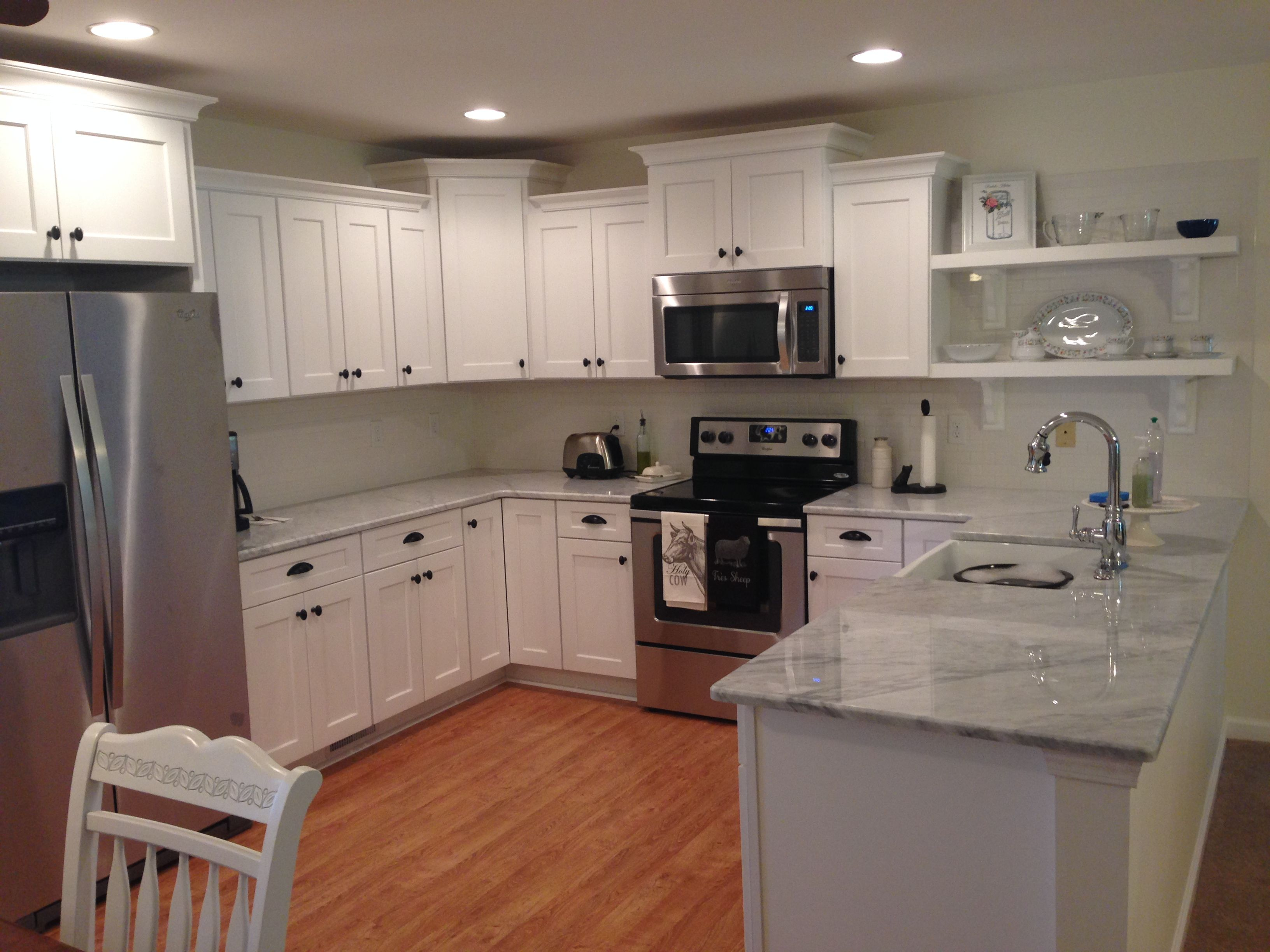 Shaker Style Kitchen Cabinets White Carrara Marble Counter Tops