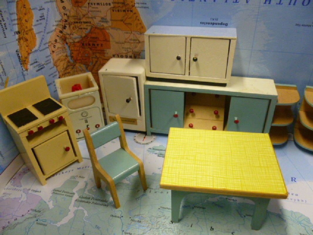 COLLECTION VINTAGE RETRO DOLLS HOUSE FURNITURE LIVING ROOM KITCHEN 50'S  60'S | eBay - COLLECTION VINTAGE RETRO DOLLS HOUSE FURNITURE LIVING ROOM KITCHEN