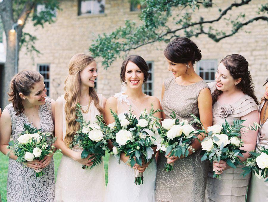 Свадебному платью, букет невесты и подружками 2017