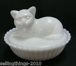 Vintage White Milk Glass Westmoreland Dish With Kitty Cat Lid