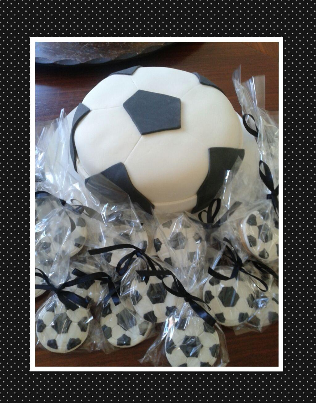 45e88d864d503 Bolo e biscoitos decorados tema bola de futebol